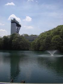 池にうつり込むタワー