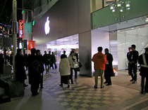 AppleStore02_050121
