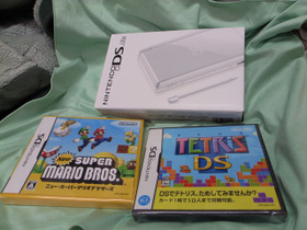 DS Lite、TETRIS、SuperMario