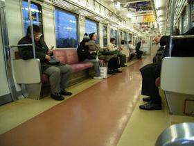 祝日早朝の電車