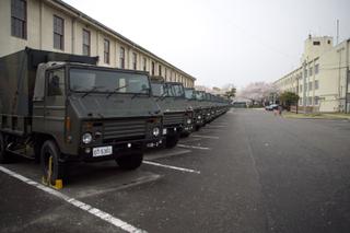 73式中型トラックの列