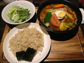 14種の野菜のスープカレー+骨付きチキン