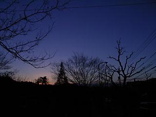 迫り来る夕闇